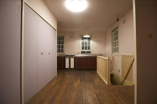 共用キッチンは1階入居者出入口へと繋がる(調理器具、冷蔵庫、電子レンジ等設置予定)。