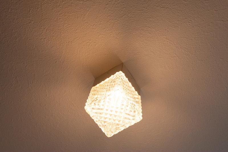 廊下のキューブ照明が可愛い