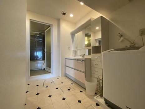 洗面室ともう一つの浴室