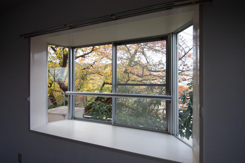 出窓に雑貨や観葉植物を置きたい