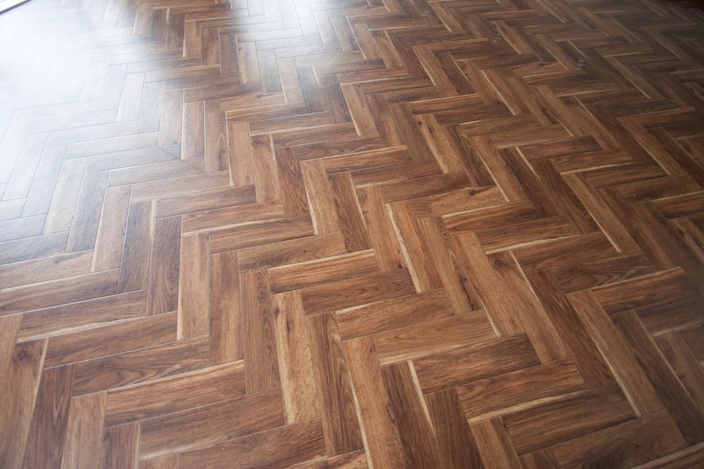 ヘリンボーン調の床