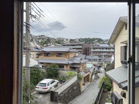 2階北側洋室の窓から移り変わる山の景色を楽しみたい