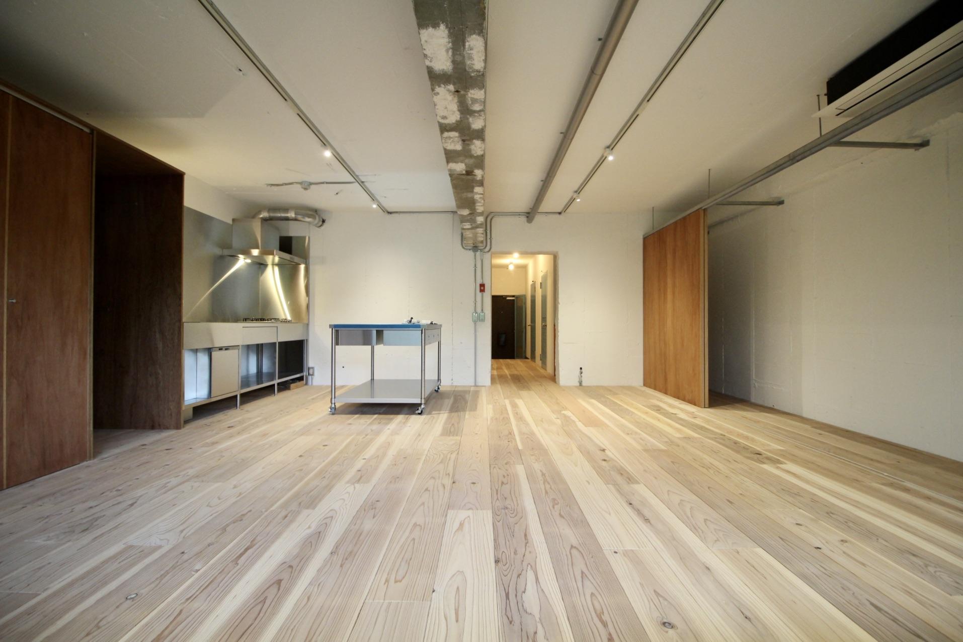 表情のある素材を使用した経年変化が愉しみな空間