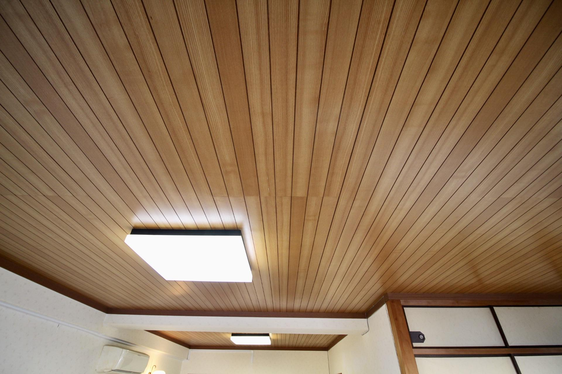 木張りの天井