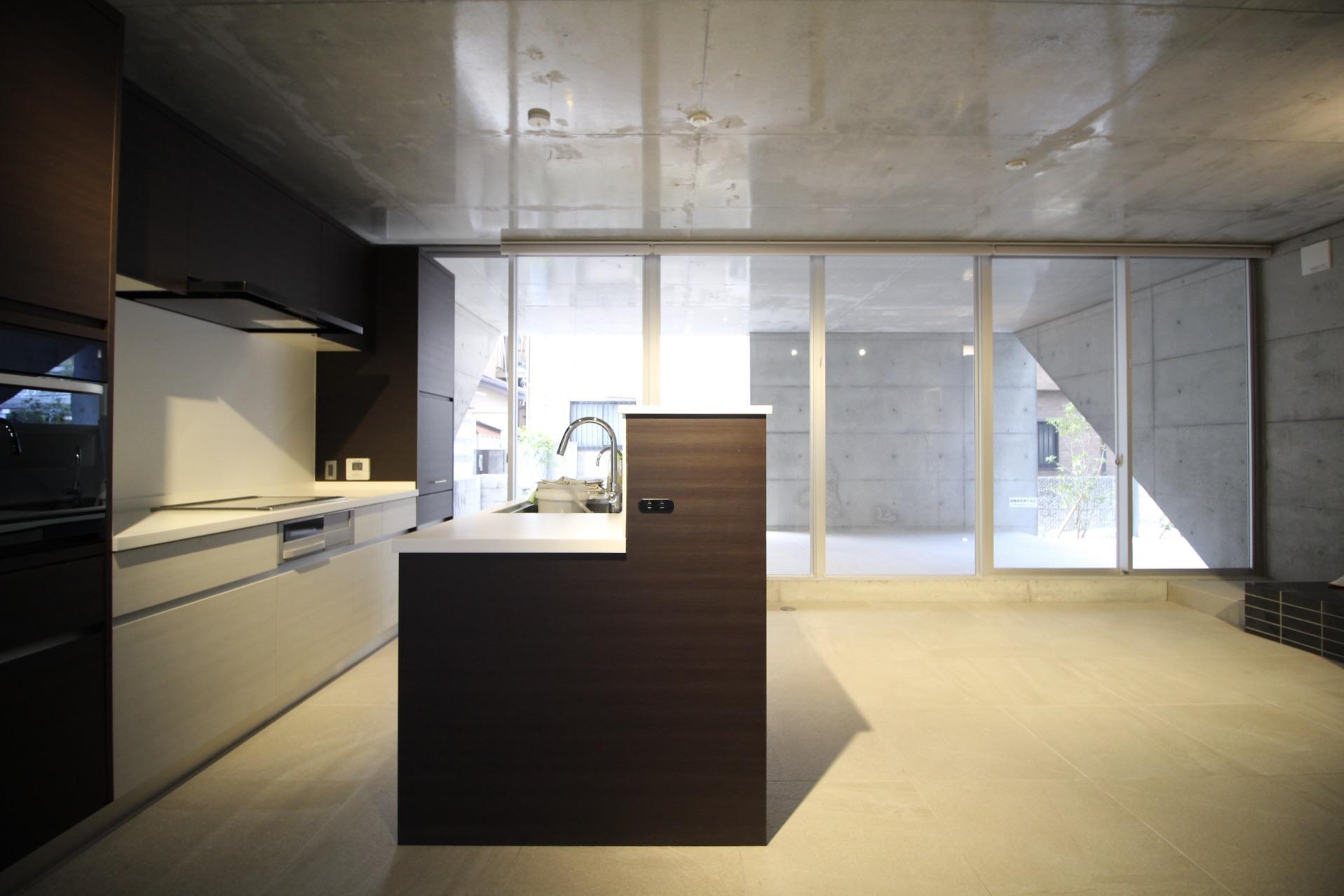 違和感なく空間に溶け込むカウンターキッチン