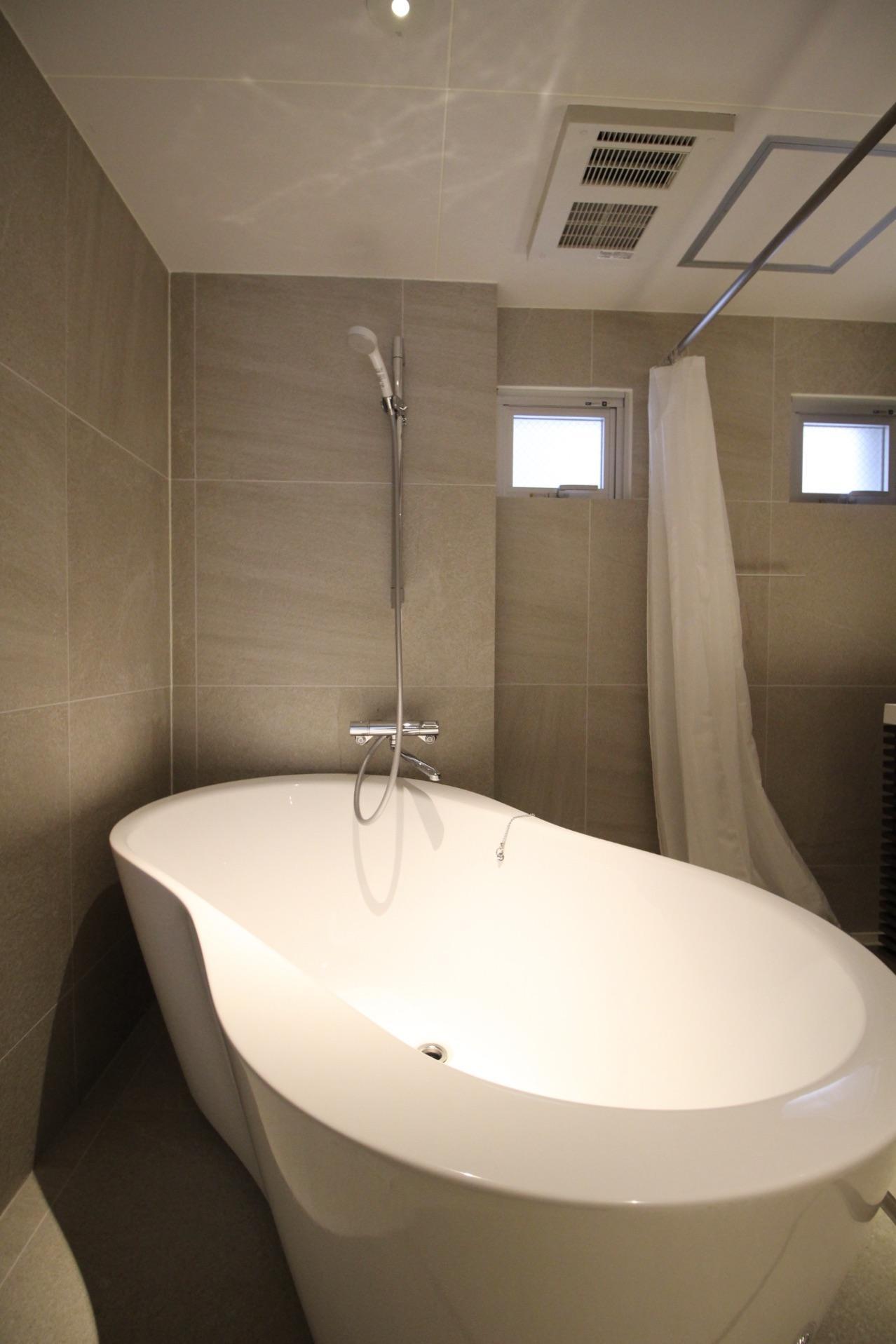 曲線が美しい風呂(1F)