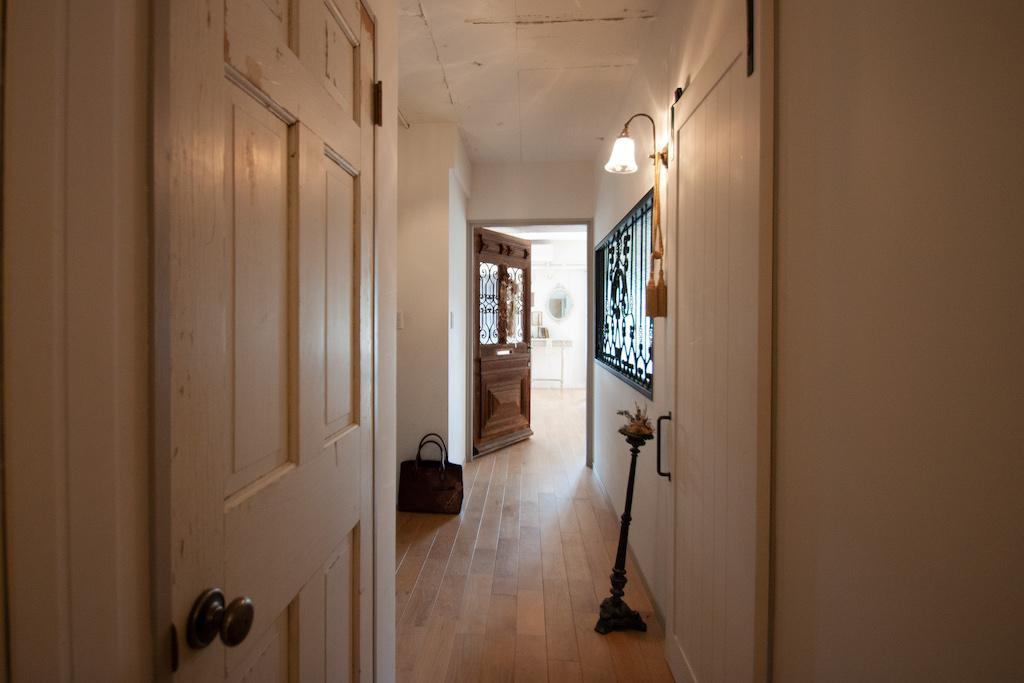 この物件には1800年代のアンティーク扉が計3つ