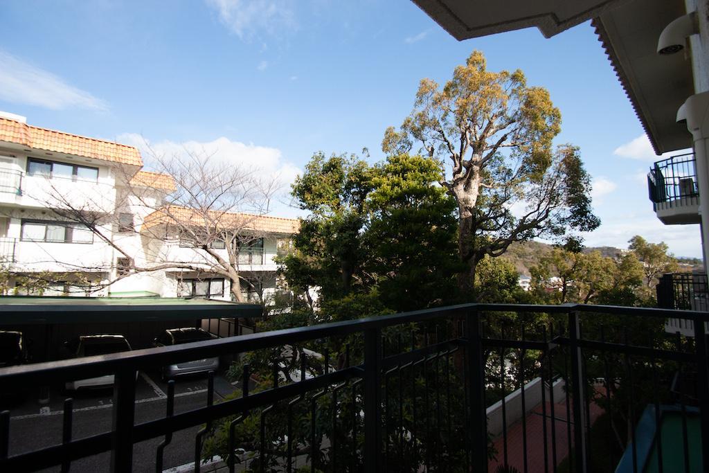 寝室についているバルコニーからは桜の木が見えます