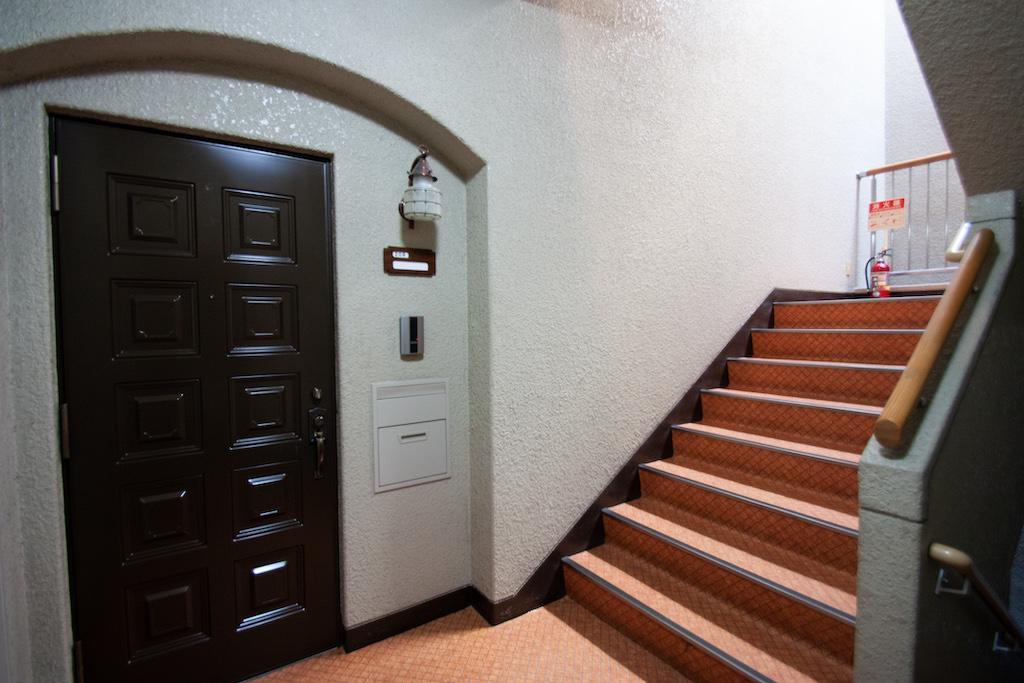 玄関先はオリジナルの状態で、雰囲気良いです