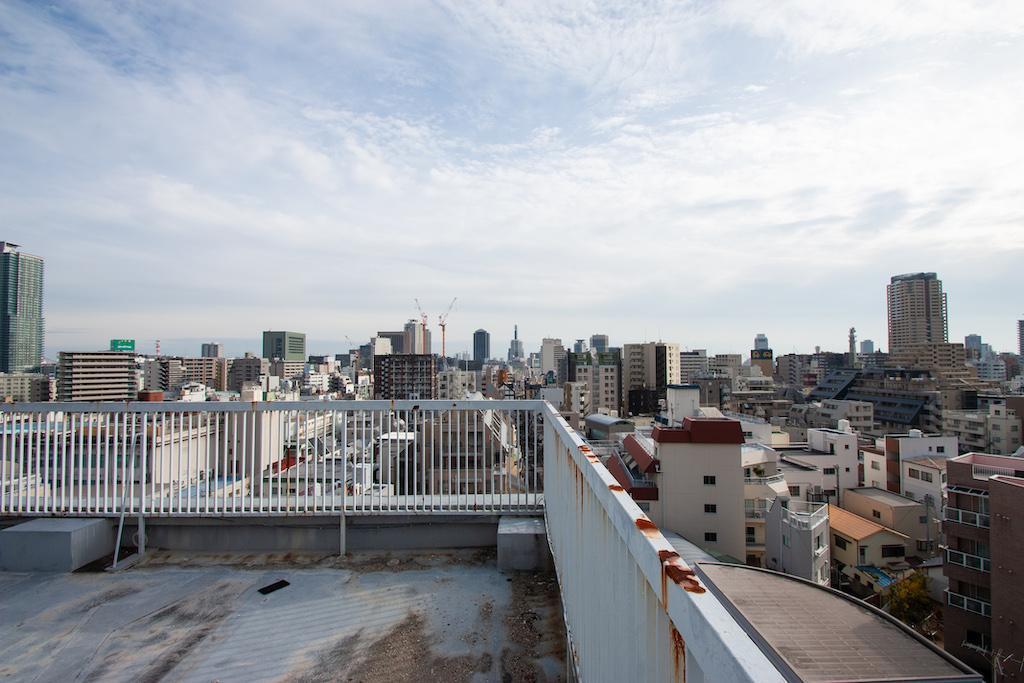 花火の時はマンションの人が屋上に集まる