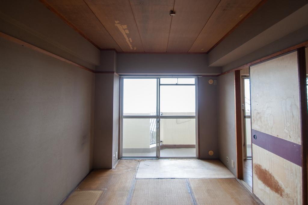 畳やクロス、建具は取替えが必要です