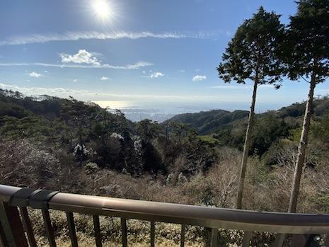 谷間からバッチリ海が見下ろせます
