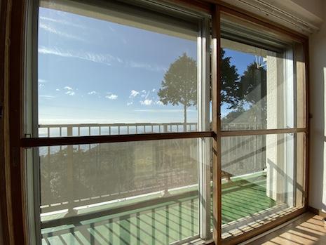 見た目もバッチリな木の二重窓