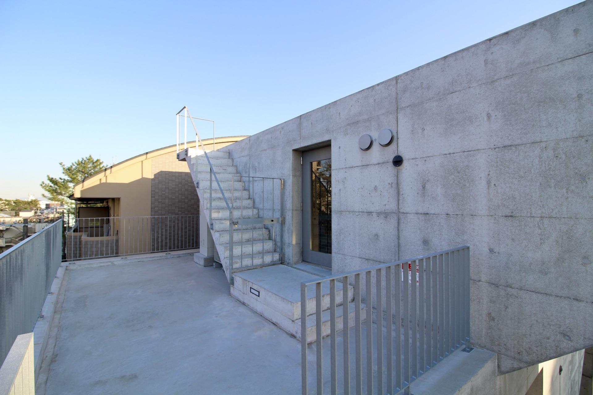 玄関前のテラス(5F)