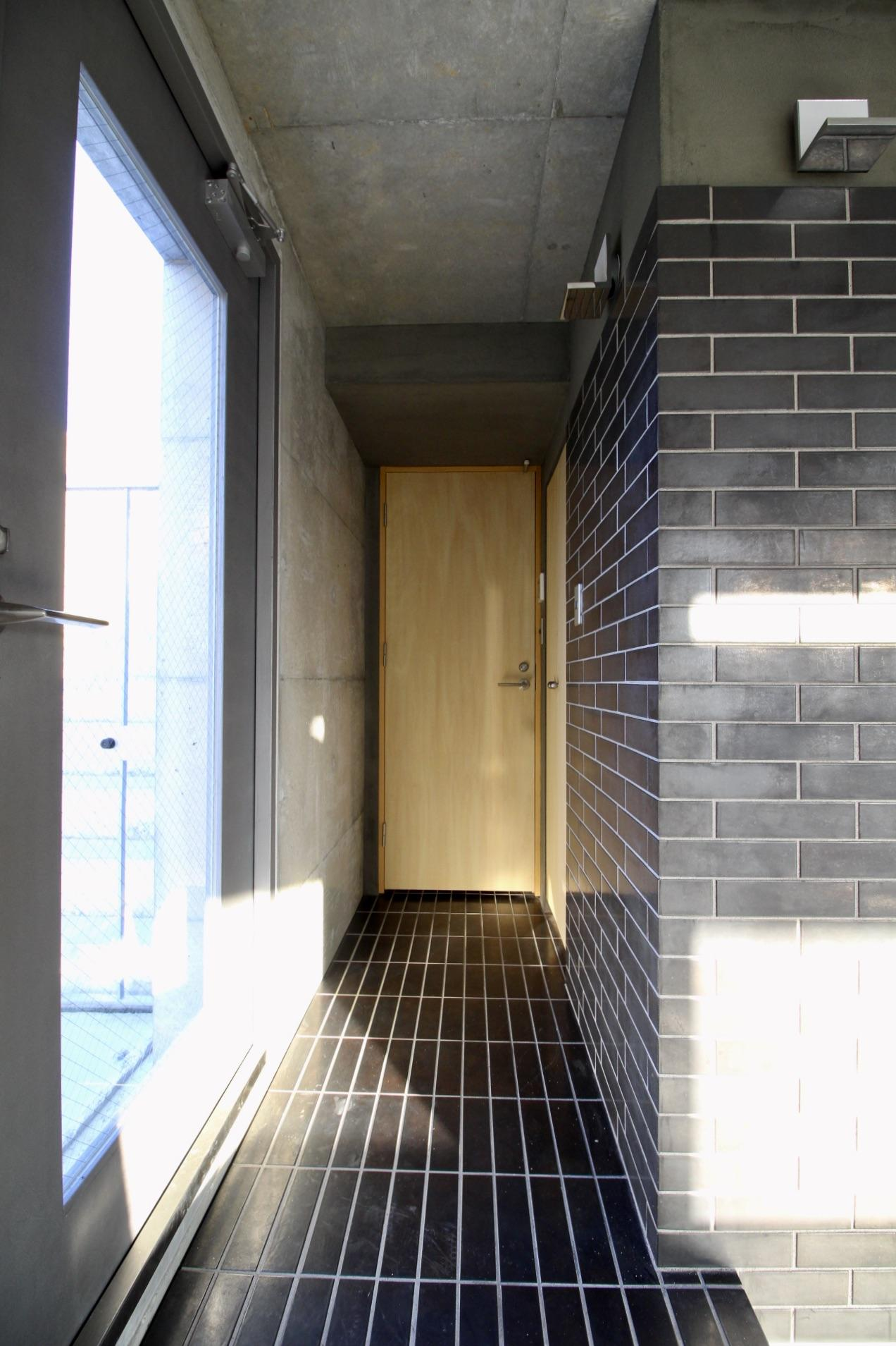 タイルの玄関(5F)