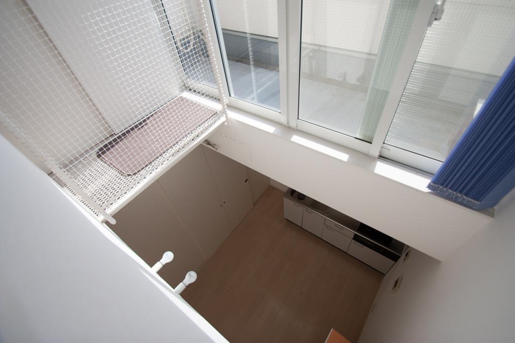 吹き抜けから2階を覗くとこんな感じ(3階)