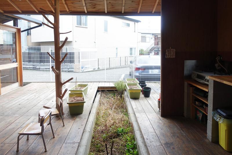 真ん中の土で家庭菜園をして、調理したい