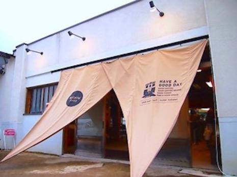 舞台小屋を改装した珈琲屋は大阪からの移住者さんが手掛けたお店。