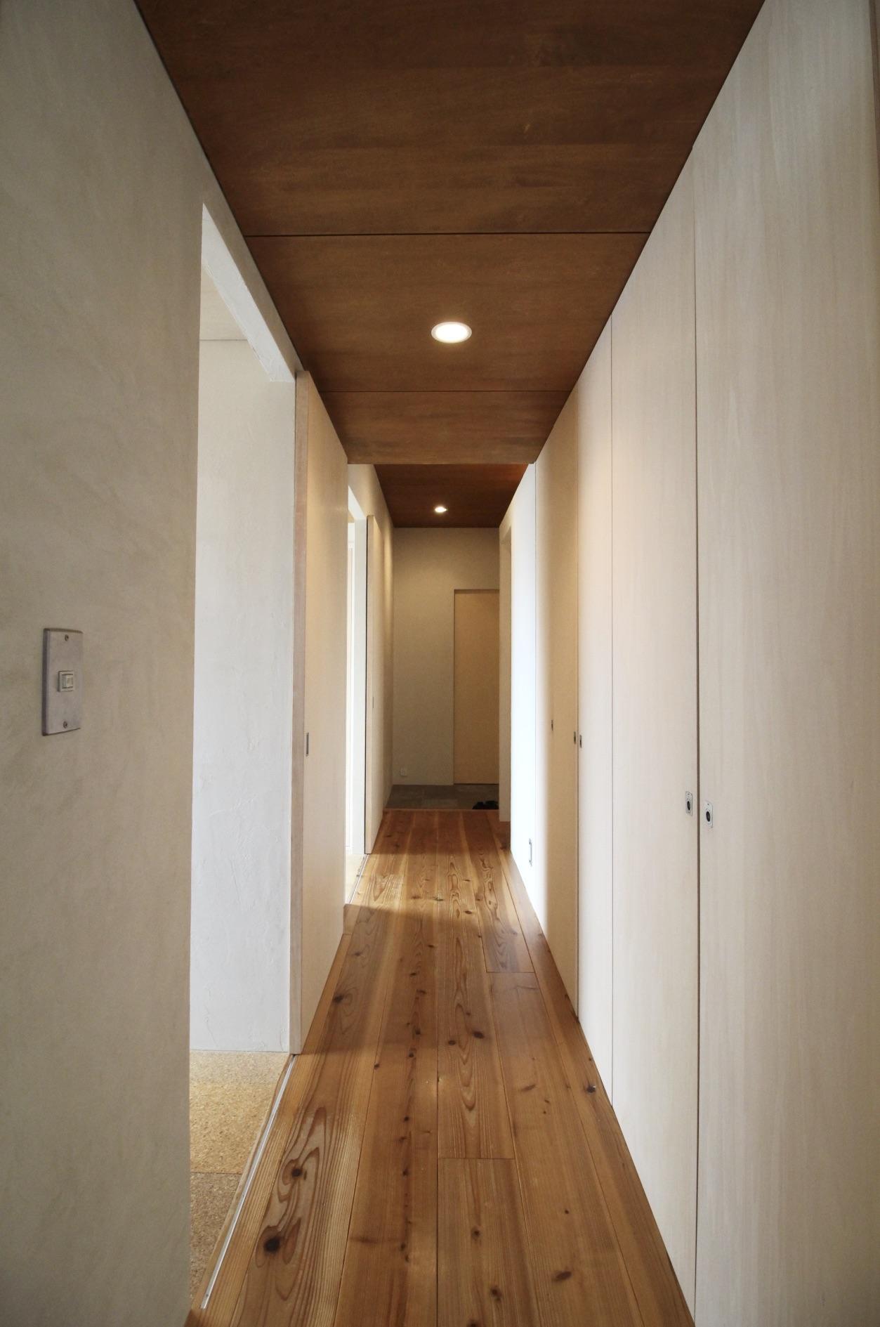 珪藻土壁の廊下