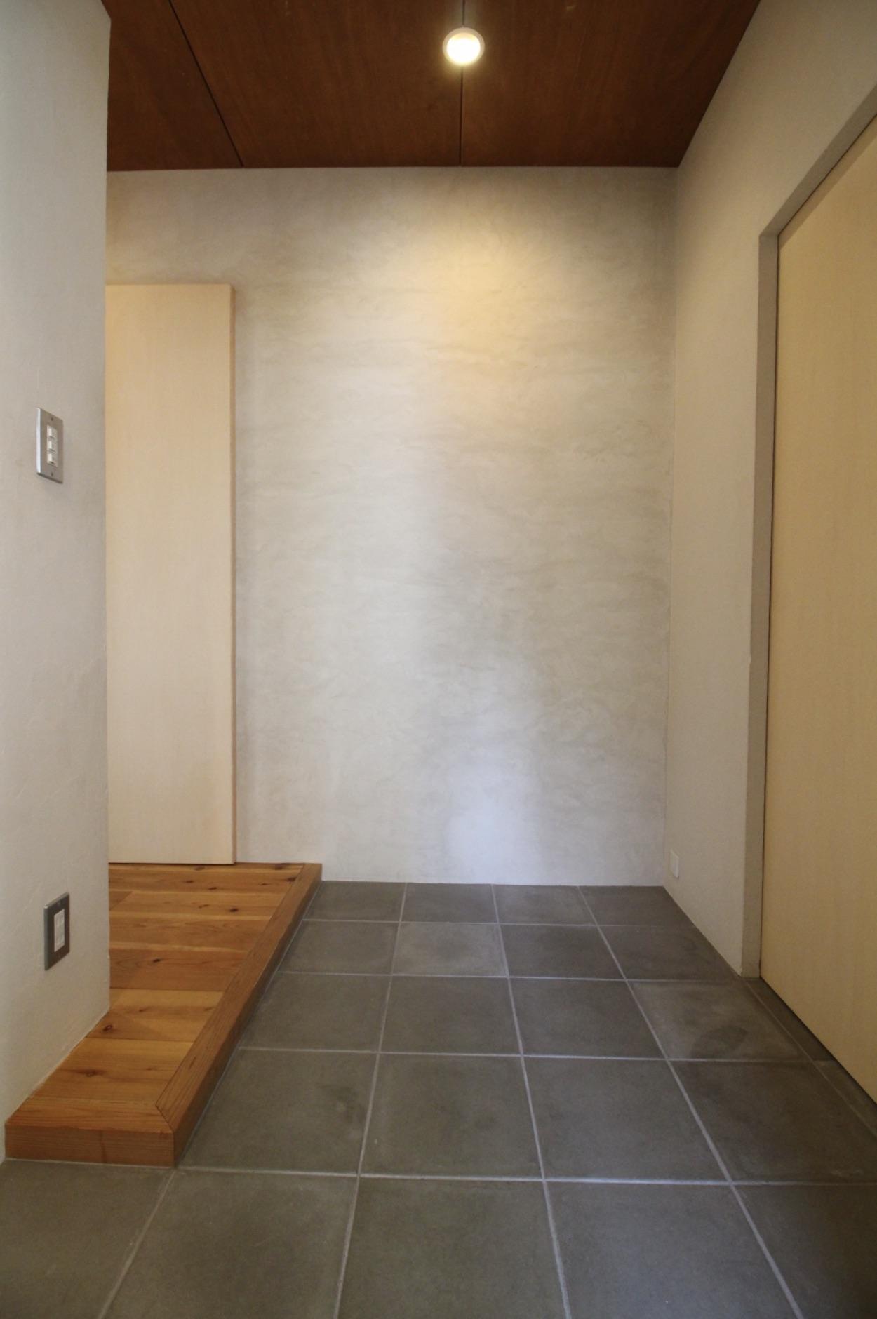 コンクリート平板の玄関