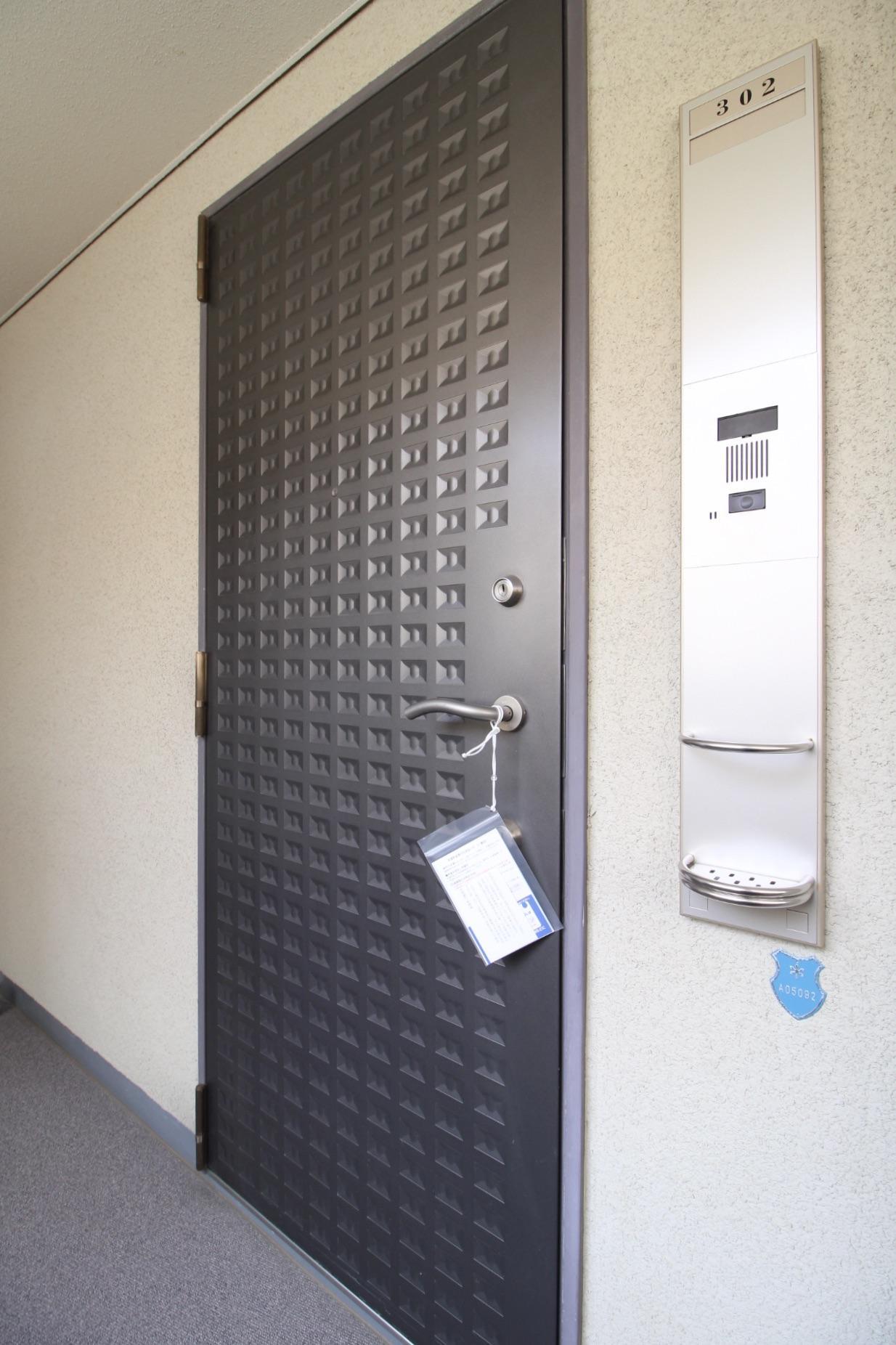 インターホンやドアの取手もスタイリッシュ