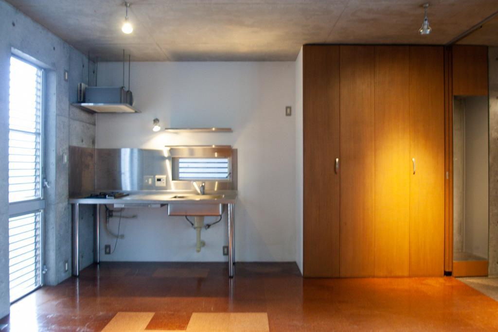 キッチンも収納もシュッとしてます
