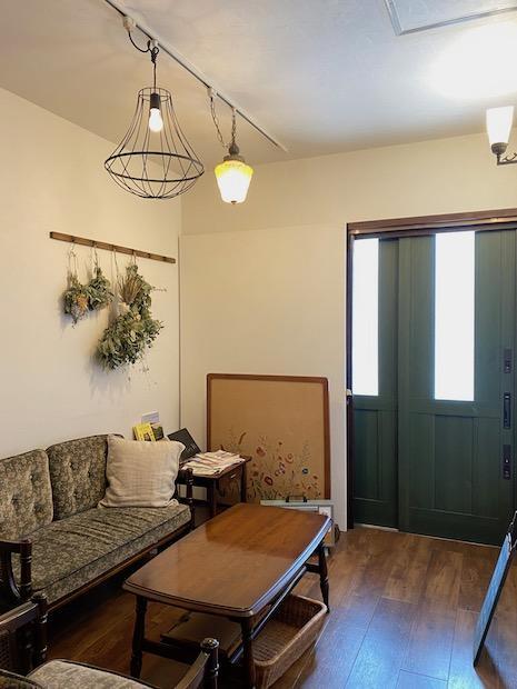 玄関ホールも長居したくなる居心地の良さ。