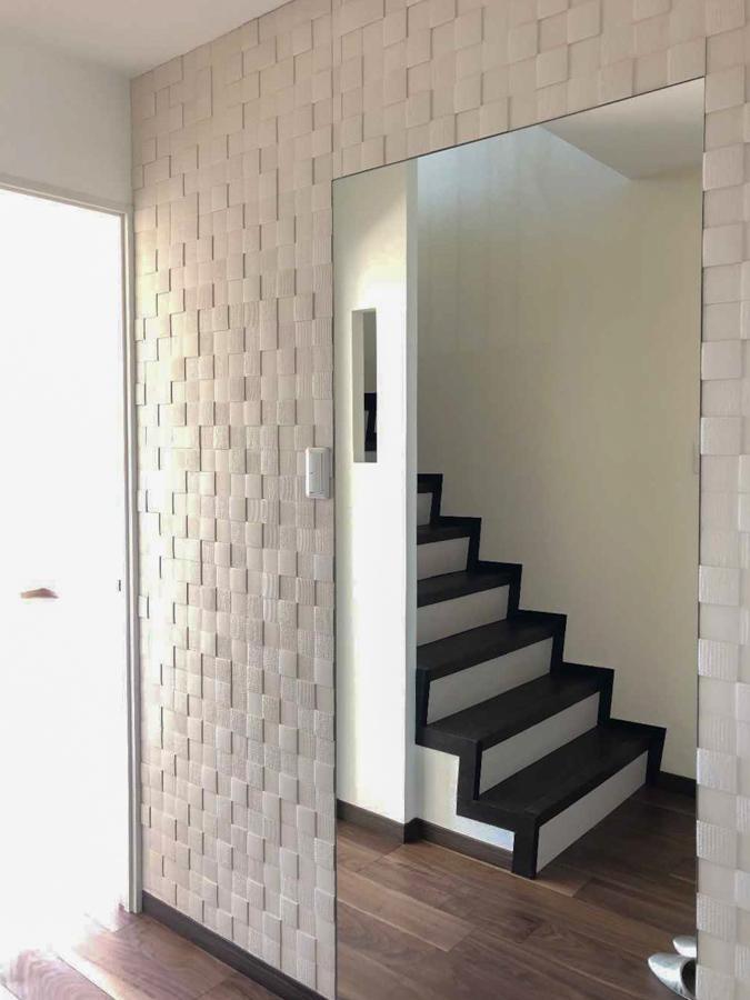 玄関入ったら大きな鏡