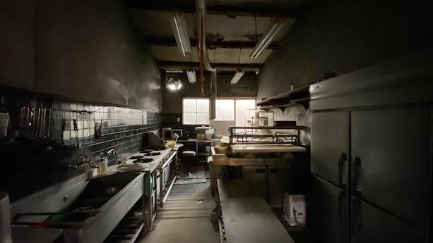 厨房機器は業務用で稼働に動力が必要なものもあるので注意。