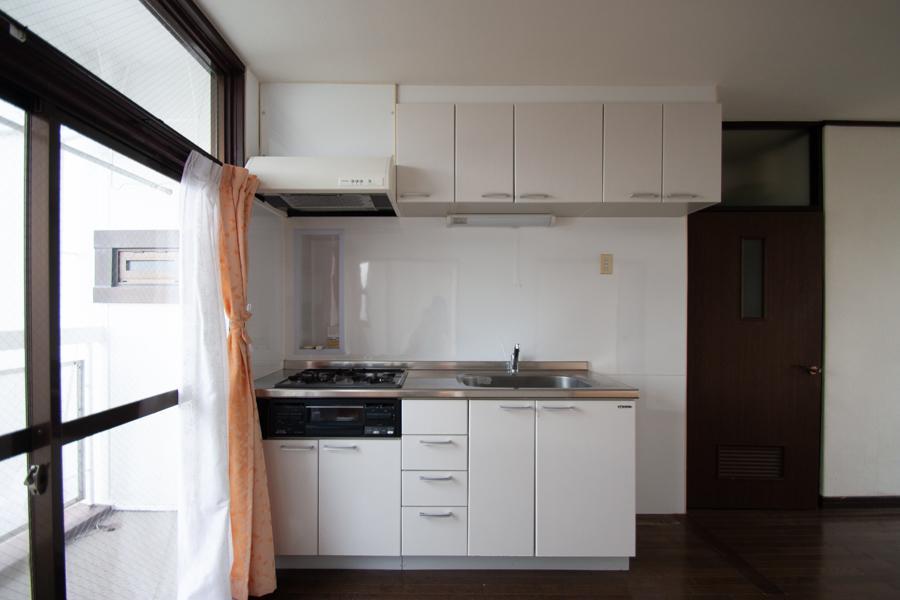 南窓側にキッチン