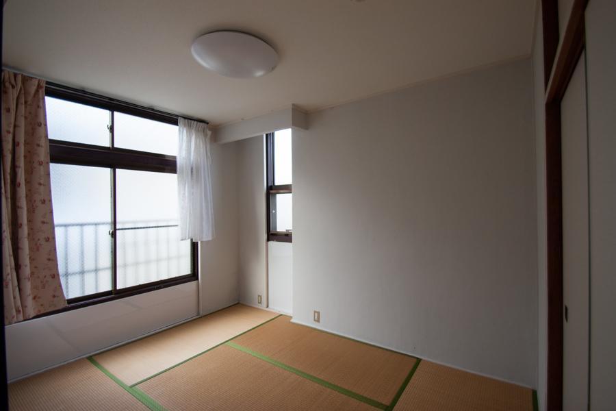 和室。畳のままなら張り替えは必要そう