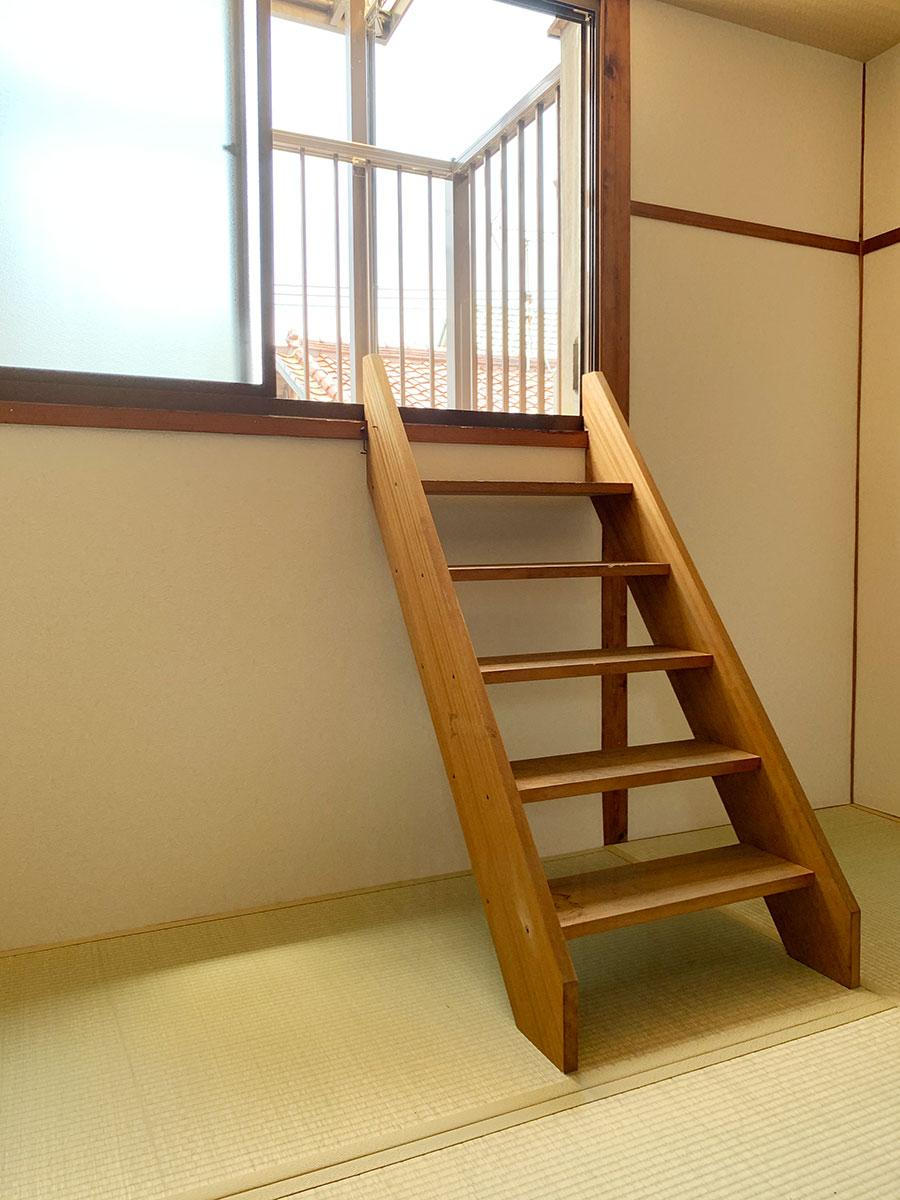ベランダへは取り外し式階段で(ちょっと重いけど)