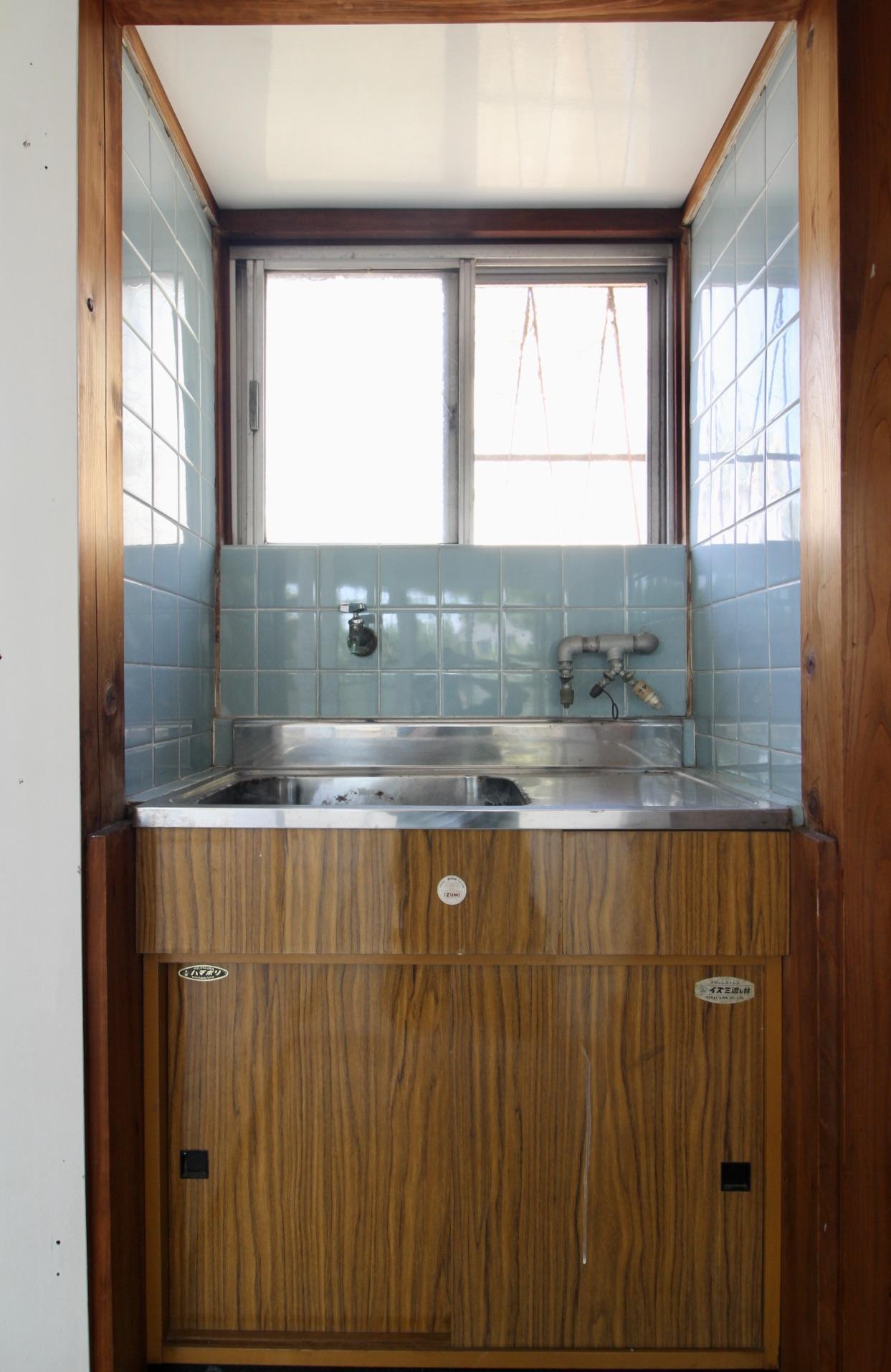 2階レトロで小さなキッチン