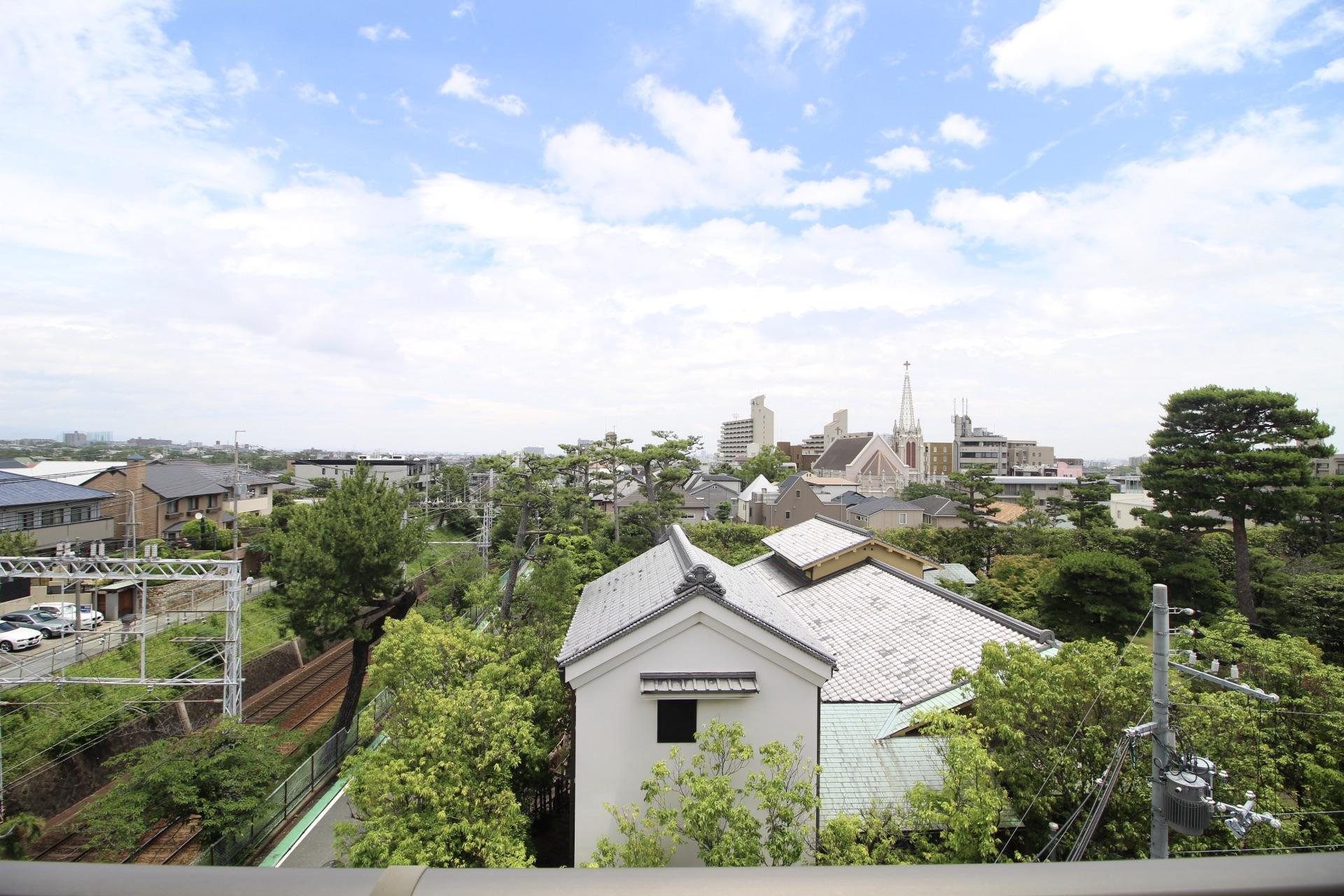 お屋敷と教会の風景 (西宮市松園町の物件) - 神戸R不動産