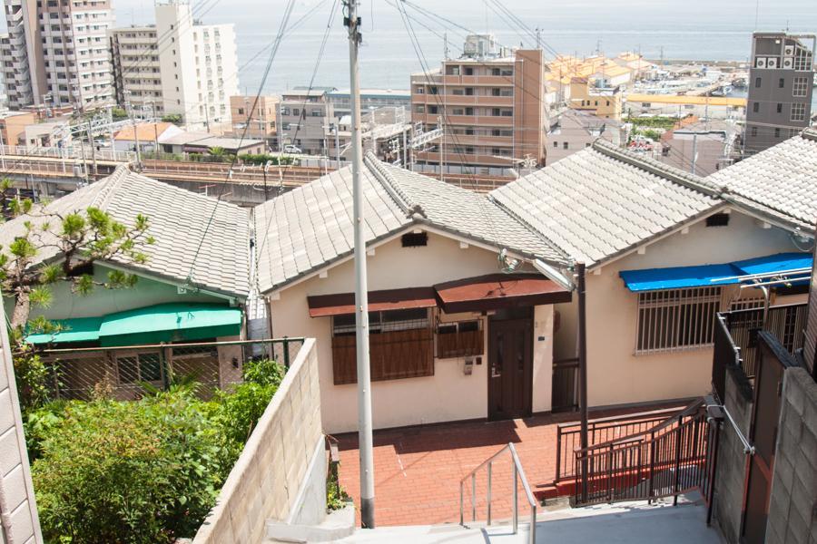 海を見下ろす三角屋根(リノベ素材) (神戸市垂水区塩屋町の物件) - 神戸R不動産