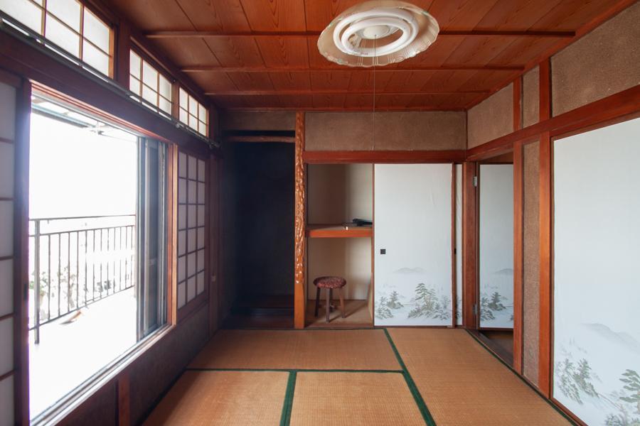 2階の明るい和室