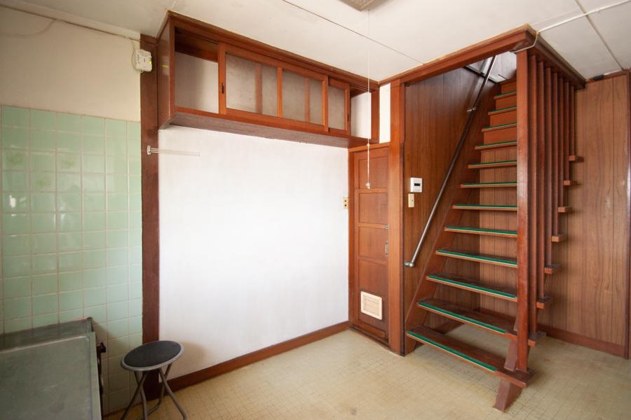 1階へ降りるとキッチン(1階)