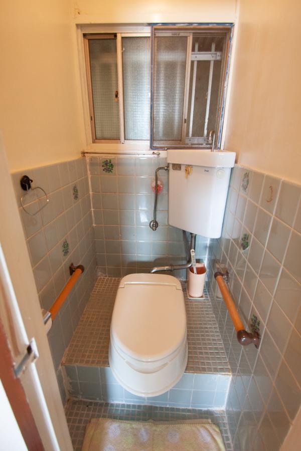 和式トイレに洋式便座を取り付けたタイプ(1階)