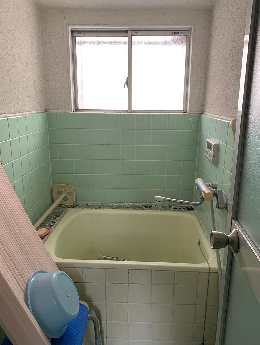 風呂は小さめ
