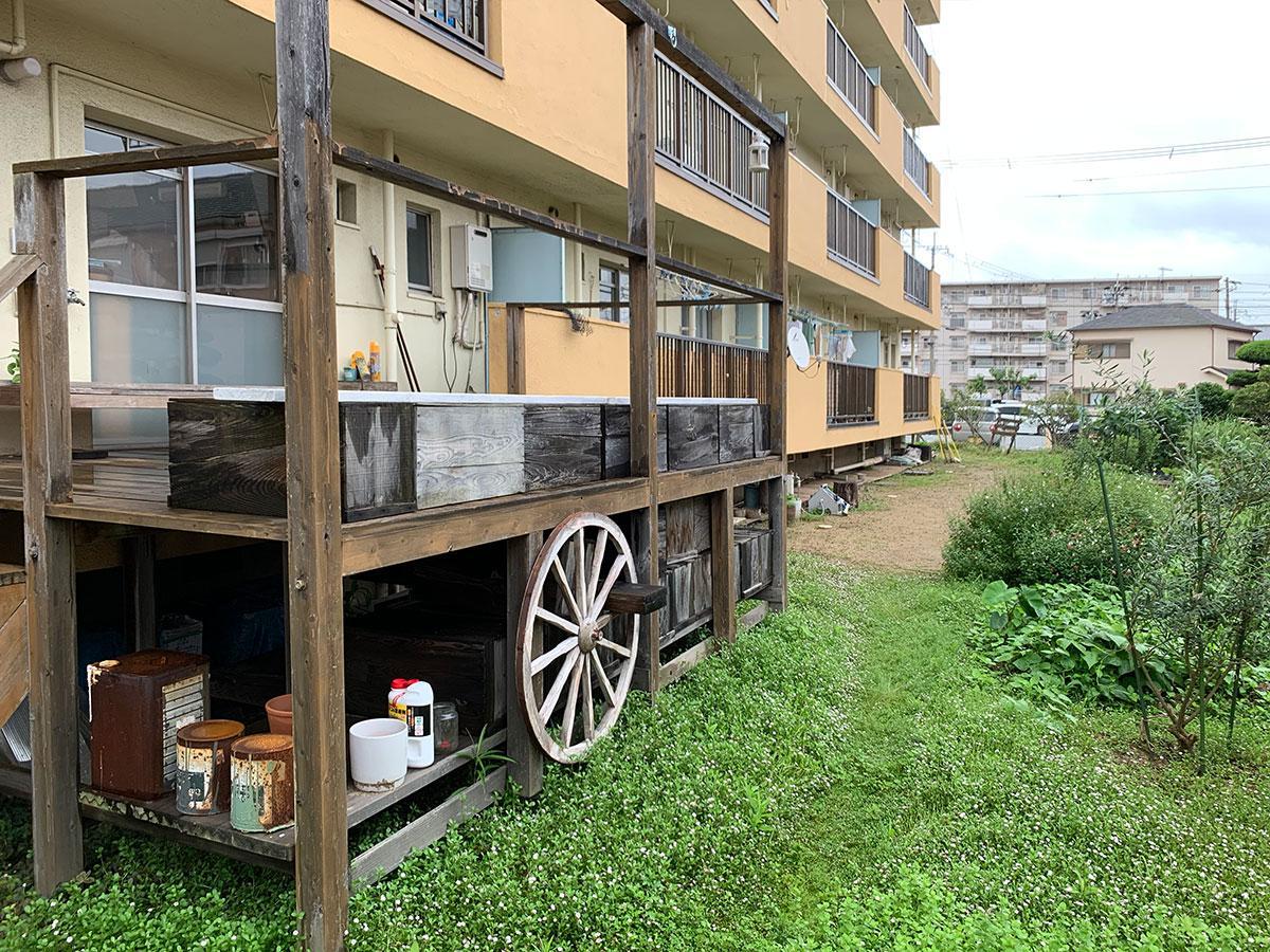 共用スペースのテラスと庭