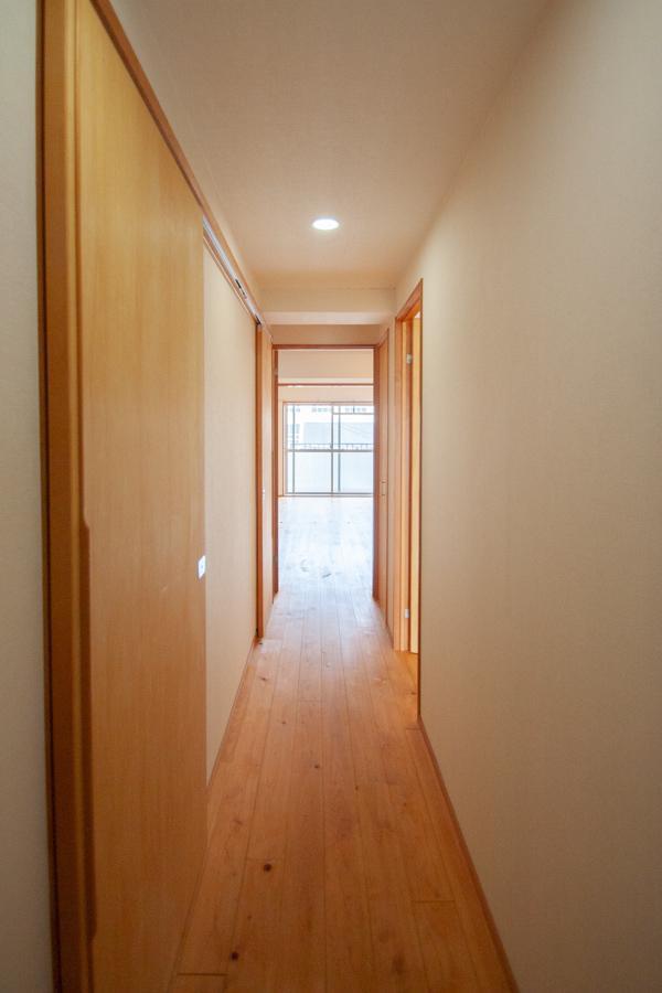 建具も廊下も全て無垢