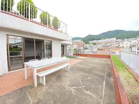 六甲山ビューなルーフガーデン。ここだけで一部屋分の広さがあります。
