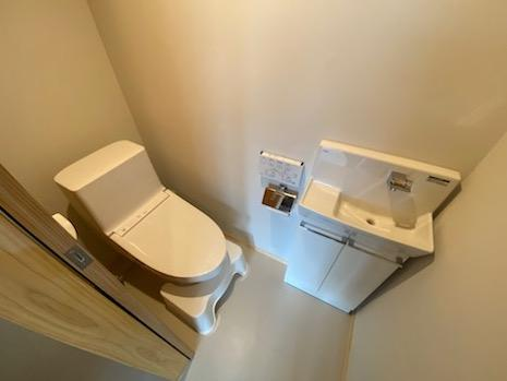 トイレ。清潔感アリ。