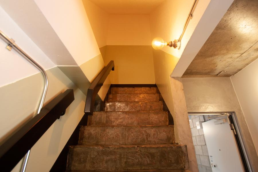 1つは行き止まりの階段。ディスプレイに使うと面白そう〈302〉