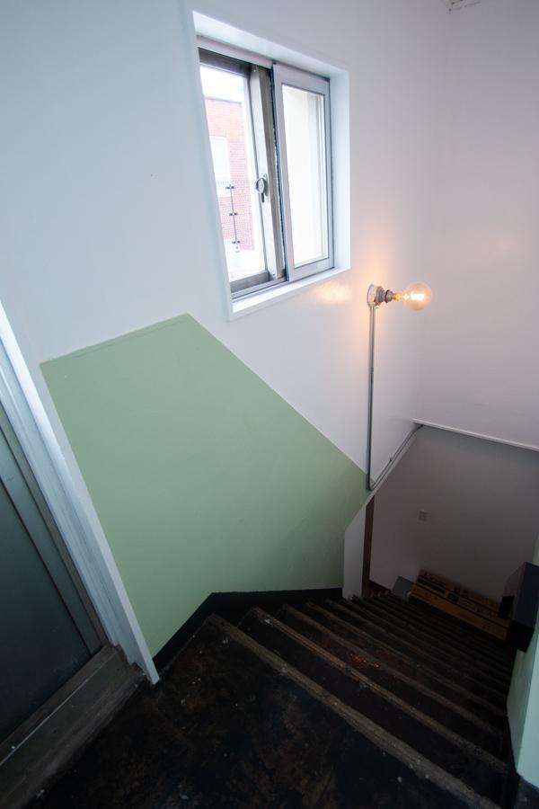 2階からもまた階段が伸びる〈302〉