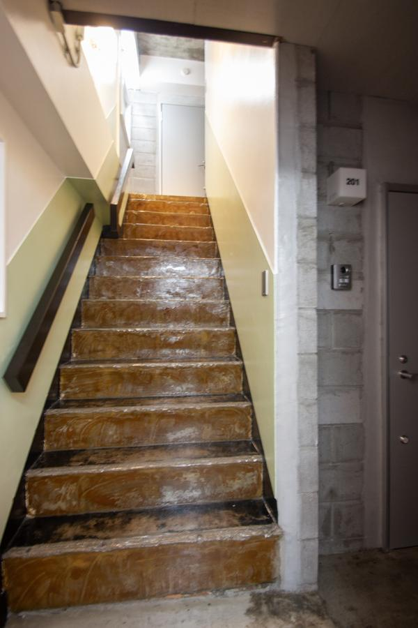 レトロビルらしい共用階段