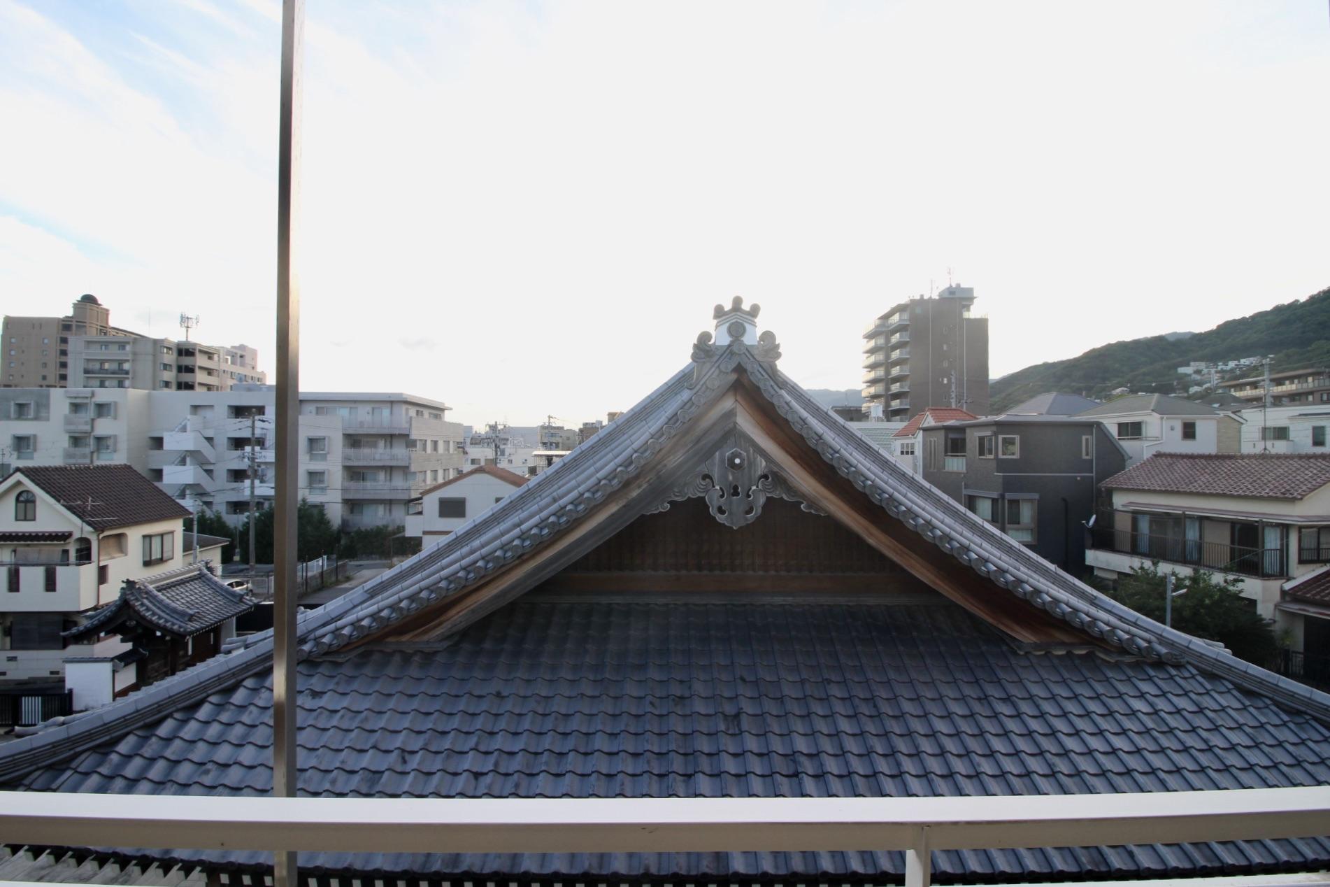 立派なお寺です。この眺めけっこう好きです。
