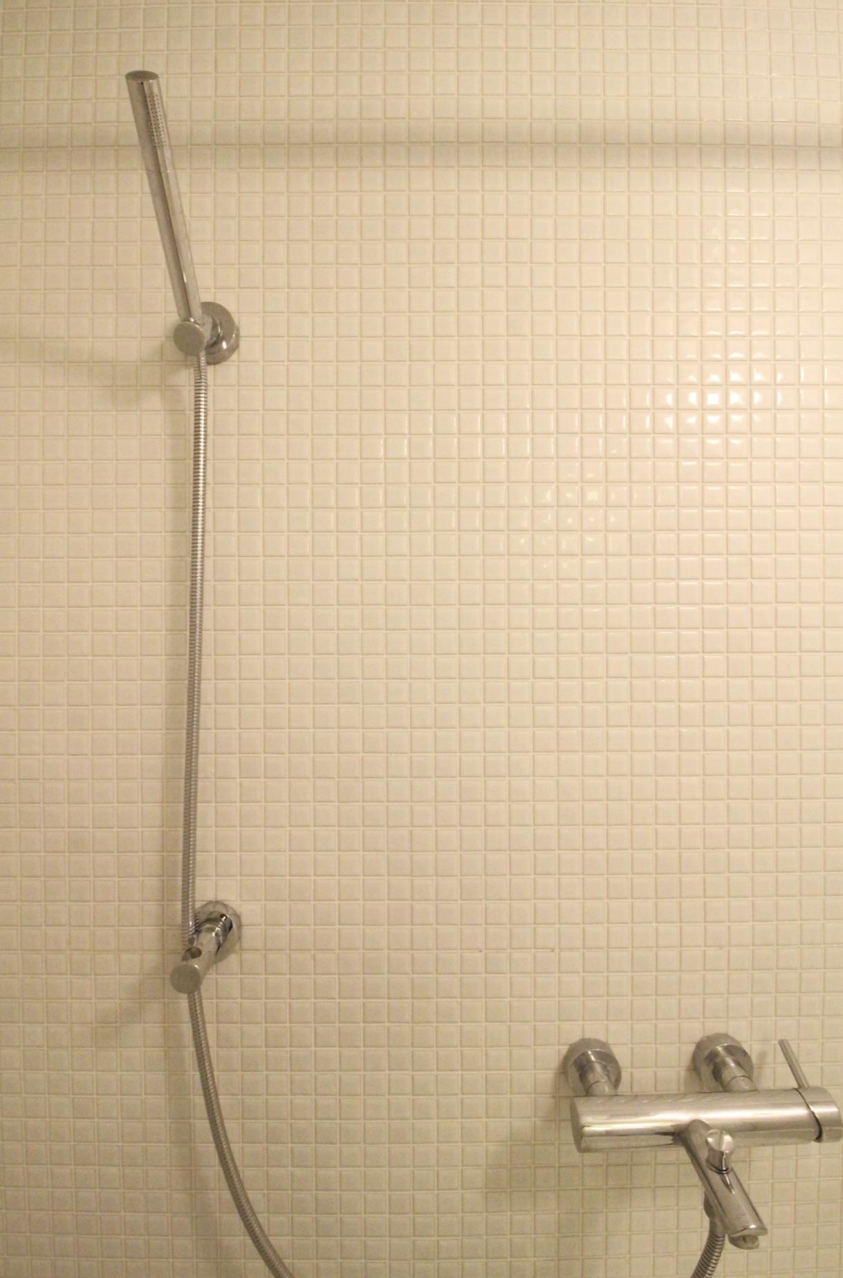 ミニマルなデザインのシャワーヘッド