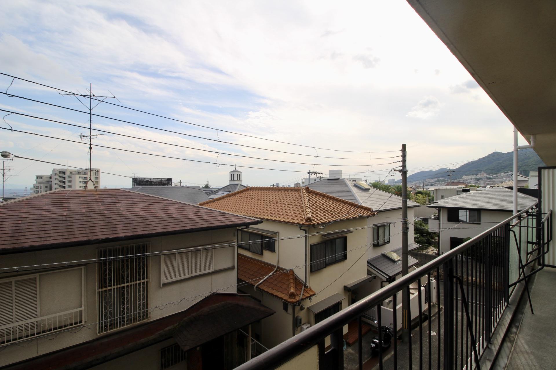 バルコニーから六甲山も見えます