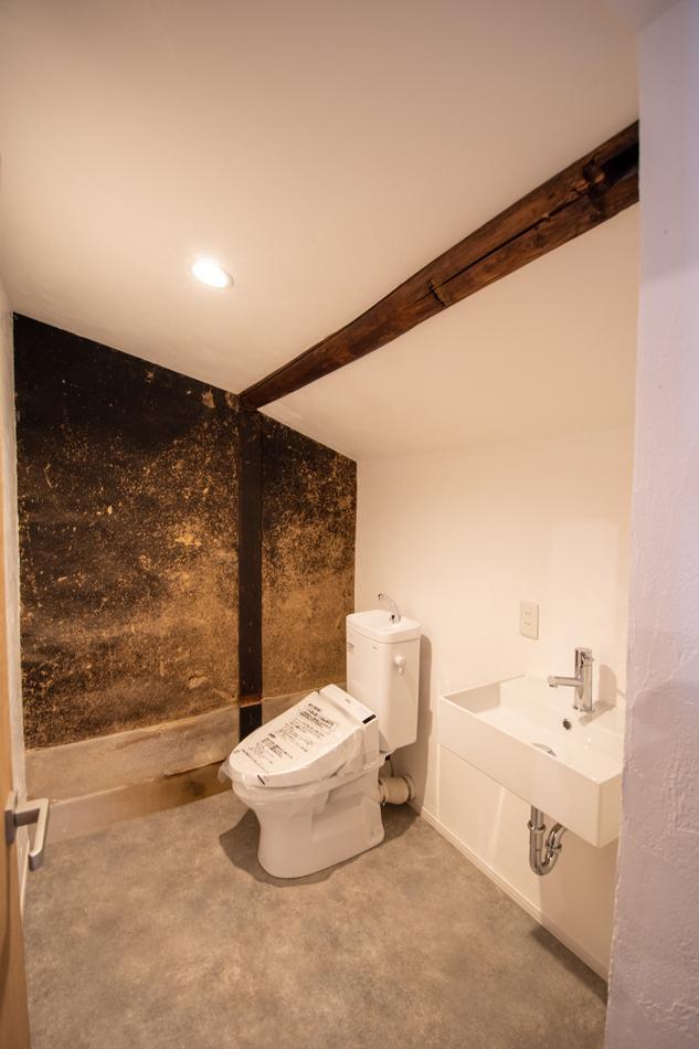 良い表情の壁面、トイレ広いです